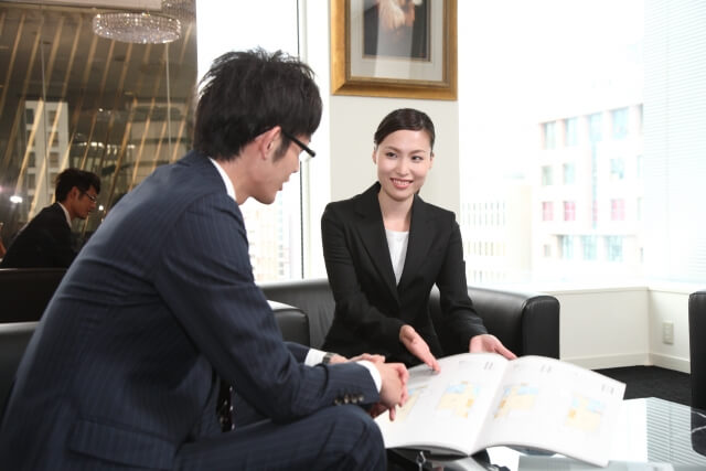 男性と女性の会議