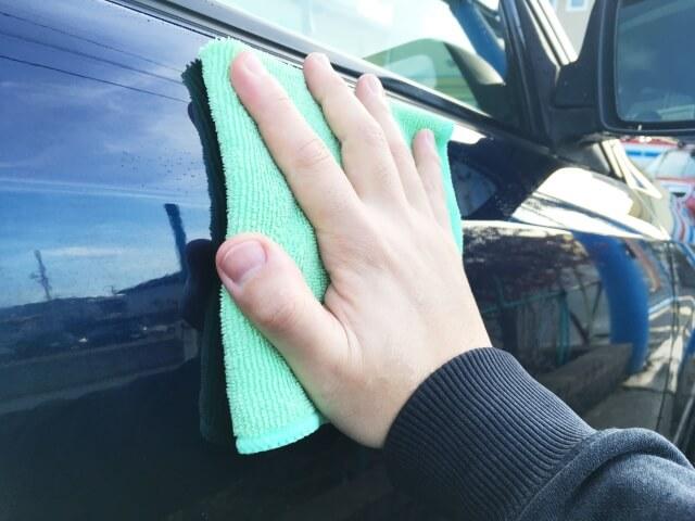 車の乾拭き