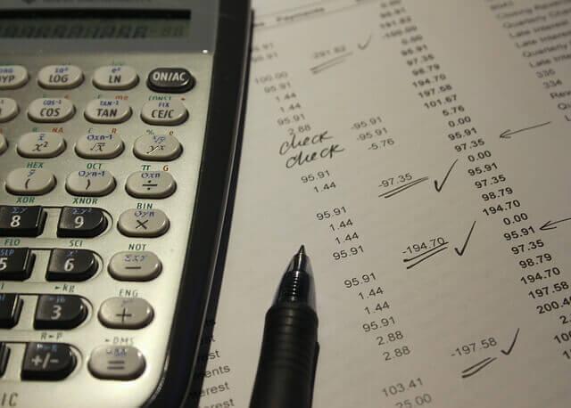 電卓と並べられた数字