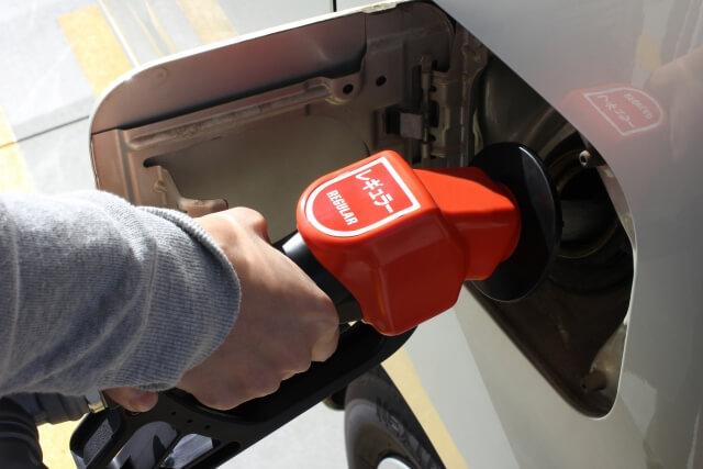 車の給油中