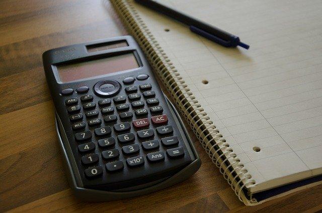 電卓とメモとペン