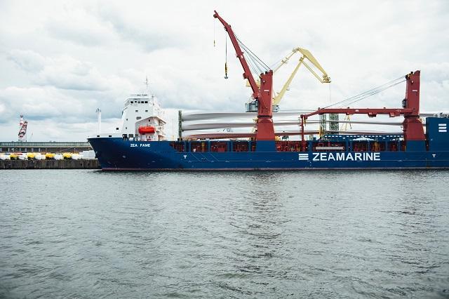 輸出中の港