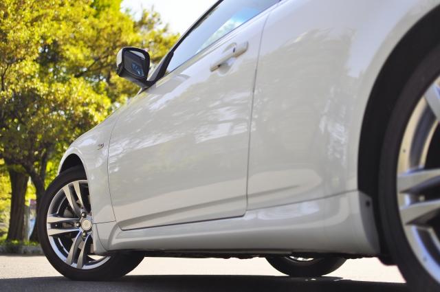 白い車のボディ