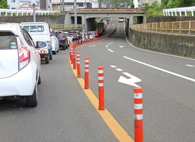 車の車線変更禁止